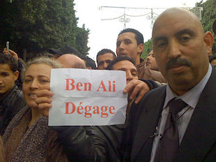 Photo: President Ben Ali must leave, 14 Jan 2011 | Credit. VOA Photo/L. Bryant – Wikimedia Commons