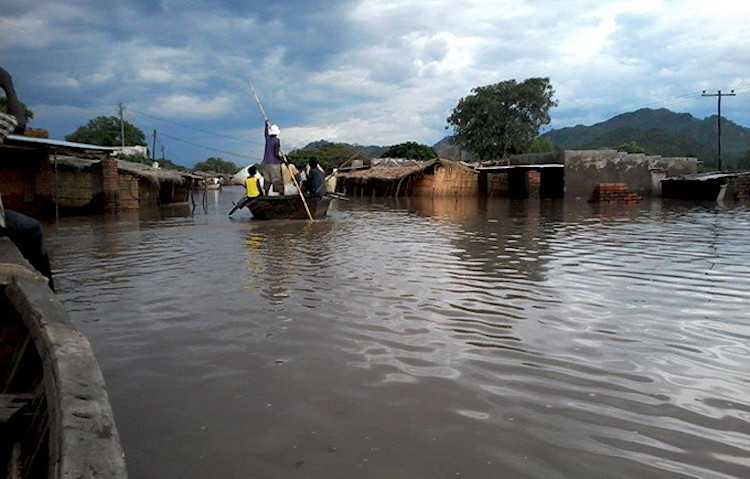 Photo: People are evacuated by boats in southern Malawi. Credit: UNDA