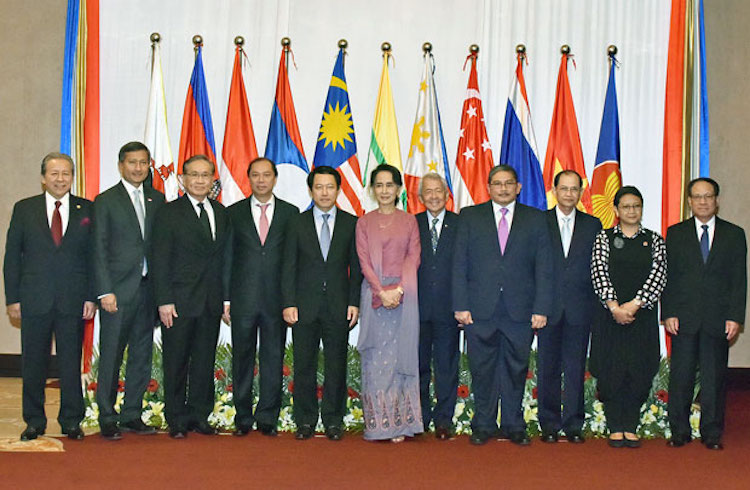 Photo: Myanmar State Counsellor and Foreign Affairs Minister Aung San Suu Kyi (centre) and foreign ministers from member states of the ASEAN pose for a group photo in Yangon, December 19, 2016. Photo courtesy of Indonesia's Ministry of Foreign Affairs