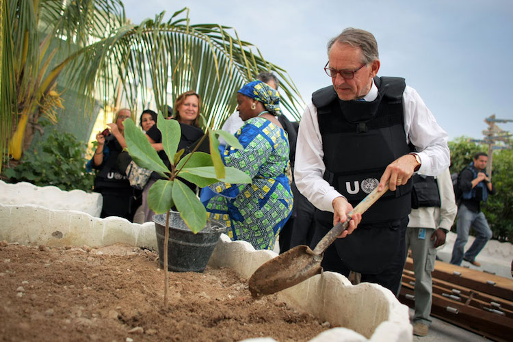 Photo: While much of his work was centred at UN Headquarters in New York and world capitals, field work holds special place for Deputy Secretary-General Eliasson, UN Photo/Stuart Price