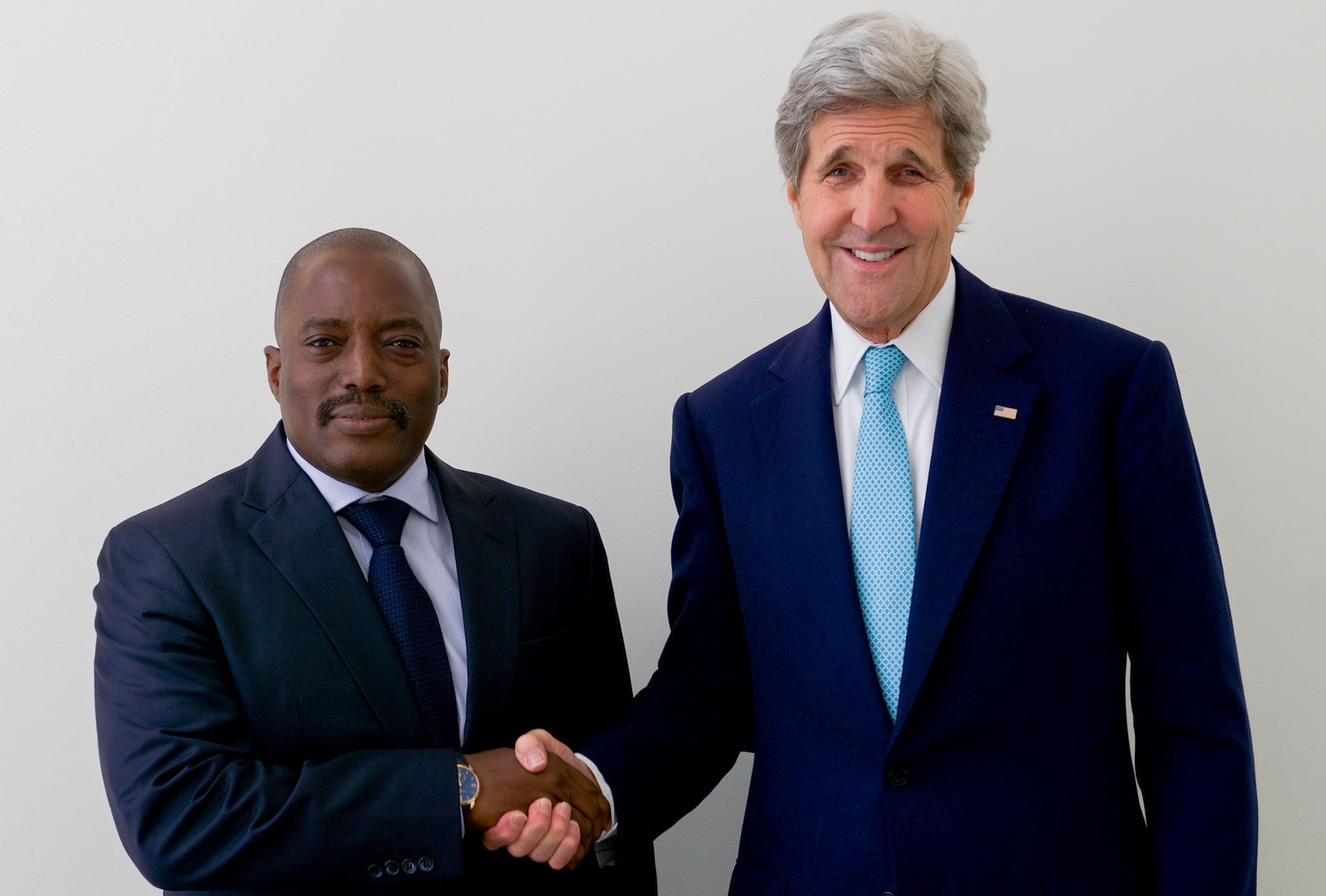 Photo: U.S. Secretary of State John Kerry shakes hands with DRC President Joseph Kabila during a brief bilateral meeting after they signed the COP21 Climate Change Agreement on Earth Day, April 22, 2016, at the United Nations Headquarters in New York, N.Y. [State Department photo/ Public Domain]